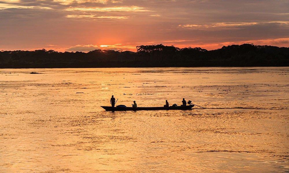 Iquitos barca al atardecer